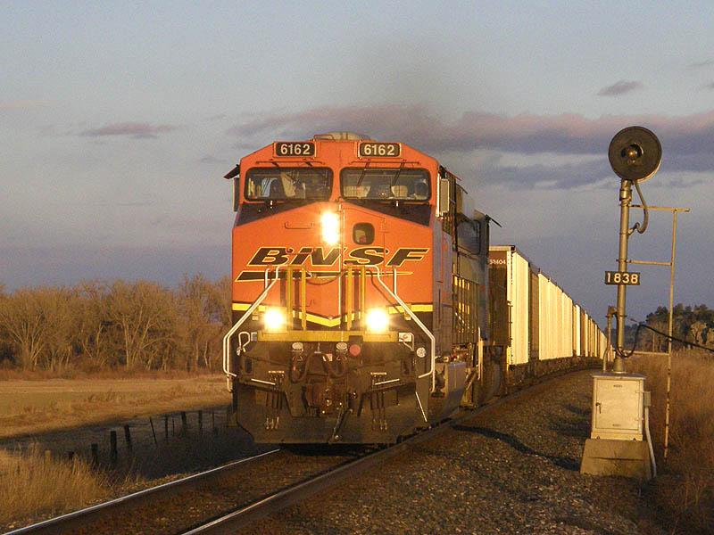 El juego de las imagenes-http://railfanreports.qstation.org/story_11/07_BNSF_6162_W_W_Waco_MT_12-13-07.jpg